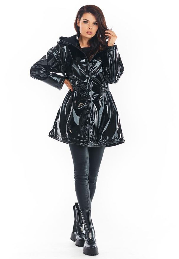 Czarna kurtka Awama z kapturem