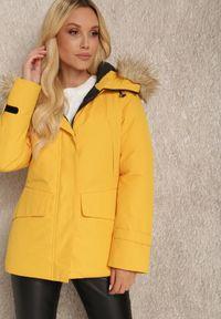 Renee - Żółta Kurtka Helliolea. Kolor: żółty. Materiał: tkanina, futro, jeans