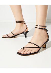 PARIS TEXAS - Czarne sandały z kwadratowym noskiem Betty. Zapięcie: pasek. Kolor: czarny. Wzór: paski. Obcas: na obcasie. Wysokość obcasa: średni