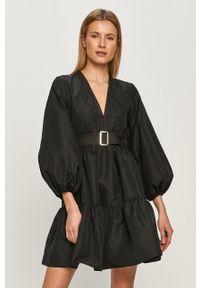 Pinko - Sukienka. Kolor: czarny. Typ sukienki: rozkloszowane