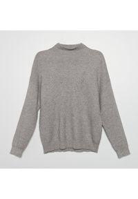 Cropp - Sweter z prążkowanej dzianiny - Jasny szary. Kolor: szary. Materiał: prążkowany, dzianina