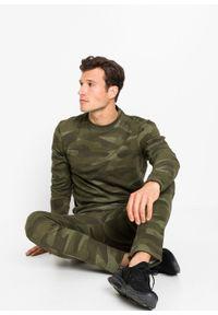 Bluza bonprix oliwkowy z nadrukiem. Kolor: zielony. Wzór: nadruk
