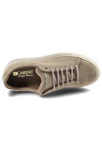 Carinii - Sneakersy CARINII B7009_-O17-R16-000-E42 Beż. Kolor: beżowy. Materiał: jeans, zamsz, skóra. Szerokość cholewki: normalna. Wzór: kwiaty. Styl: klasyczny, elegancki