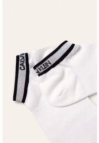 Białe skarpetki Calvin Klein z nadrukiem