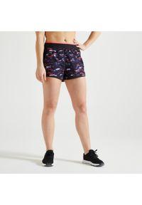 DOMYOS - Spodenki fitness Domyos 100 damskie. Kolor: czarny, wielokolorowy, czerwony, różowy. Materiał: poliester, materiał. Sport: fitness