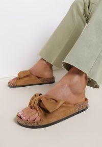 Renee - Camelowe Klapki Saraia. Okazja: na co dzień. Nosek buta: otwarty. Sezon: lato. Styl: casual #4