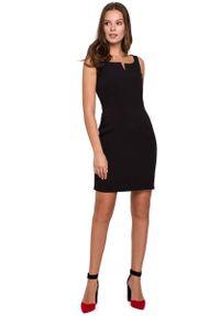 MAKEOVER - Czarna Dopasowana Krótka Sukienka na Szerokich Ramiączkach. Kolor: czarny. Materiał: poliester, elastan. Długość rękawa: na ramiączkach. Długość: mini