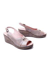 Beżowe sandały Lanqier w ażurowe wzory, na koturnie