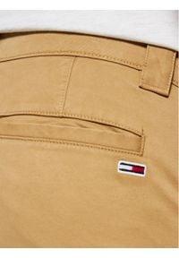 Tommy Jeans Chinosy Scanton DM0DM09595 Brązowy Slim Fit. Kolor: brązowy