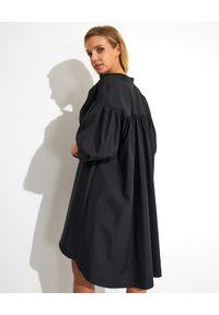 Alexander McQueen - ALEXANDER MCQUEEN - Bawełniana sukienka oversize. Kolor: czarny. Materiał: bawełna. Typ sukienki: oversize