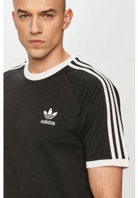 adidas Originals - T-shirt. Okazja: na co dzień. Kolor: czarny. Materiał: dzianina. Wzór: aplikacja. Styl: casual