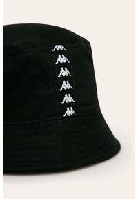 Czarny kapelusz Kappa