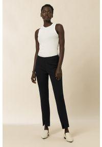 IVY & OAK - Spodnie. Okazja: na co dzień. Stan: podwyższony. Kolor: czarny. Materiał: materiał. Styl: casual