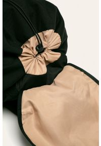 Czarny plecak Doughnut w paski