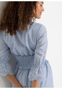 Sukienka z ażurowym haftem bonprix perłowy niebieski. Kolor: niebieski. Wzór: haft, ażurowy