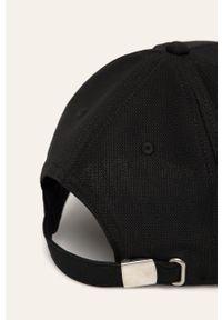 Czarna czapka z daszkiem Fila z haftami
