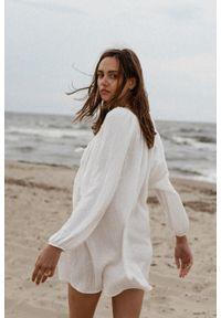 Marsala - Sukienka/tunika oversize z muślinu bawełnianego w kolorze ecru - BALM BY MARSALA. Okazja: na plażę, na co dzień. Materiał: bawełna. Sezon: lato. Typ sukienki: oversize. Styl: casual