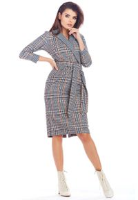 Niebieska sukienka Awama kopertowa, klasyczna