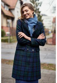 Marie Zélie - Płaszcz Debora granatowo-zielona krata – wełna Harris Tweed®. Kolor: wielokolorowy, zielony, niebieski. Materiał: wełna. Wzór: ze splotem. Styl: klasyczny