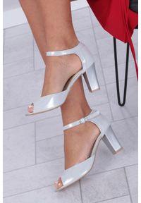 Srebrne sandały Casu casualowe, z paskami, na co dzień