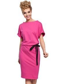 MOE - Fuksja Sukienka z Kimonowym Rękawem z Ozdobną Wstążką w Pasie. Kolor: różowy. Materiał: elastan, bawełna