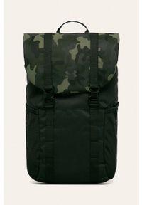 Zielony plecak Under Armour w paski