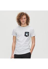 Biały t-shirt Cropp z nadrukiem, z dekoltem na plecach