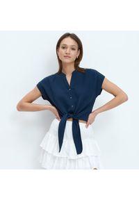 Mohito - Bluzka z wiązaniem - Granatowy. Kolor: niebieski