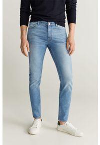 Niebieskie jeansy Mango Man w kolorowe wzory