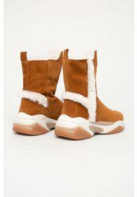 Brązowe śniegowce Tamaris z cholewką, z okrągłym noskiem
