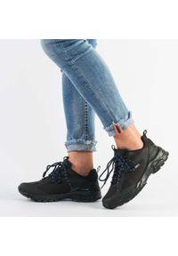 American Club - Czarne buty trekkingowe AMERICAN HL18/21 BL. Kolor: czarny. Materiał: tkanina, skóra. Szerokość cholewki: normalna. Obcas: na obcasie. Styl: klasyczny. Wysokość obcasa: średni
