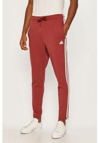 Czerwone spodnie dresowe adidas Performance z aplikacjami