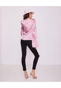 CAROLINE CONSTAS - Jedwabna różowa bluzka Romy. Kolor: różowy, fioletowy, wielokolorowy. Materiał: jedwab. Długość rękawa: długi rękaw. Długość: długie. Wzór: kwiaty, aplikacja. Styl: elegancki
