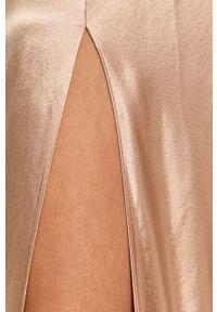 TwinSet - Twinset - Sukienka. Kolor: beżowy. Materiał: tkanina. Długość rękawa: długi rękaw. Wzór: gładki. Typ sukienki: rozkloszowane