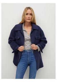 Niebieskie jeansy slim mango