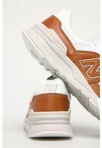 Brązowe sneakersy New Balance z okrągłym noskiem, z cholewką