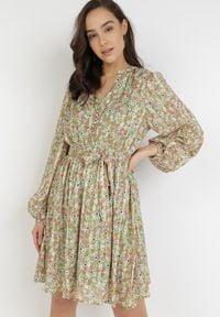 Born2be - Zielona Sukienka Theanionis. Kolor: zielony. Materiał: materiał. Długość rękawa: długi rękaw. Wzór: kwiaty, aplikacja. Typ sukienki: rozkloszowane. Długość: mini