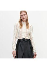Bluzka Reserved w ażurowe wzory, ze stójką