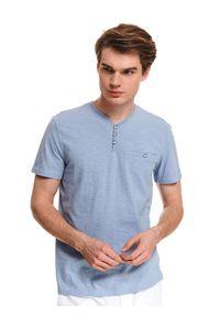 Niebieski t-shirt TOP SECRET z dekoltem w serek, na co dzień, w kolorowe wzory