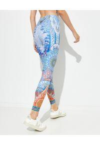 Camilla - CAMILLA - Legginsy Concubine Realm. Stan: podwyższony. Kolor: niebieski. Materiał: materiał. Długość: długie. Wzór: nadruk