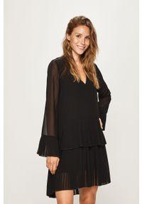 Czarna sukienka Pepe Jeans z długim rękawem, prosta, mini
