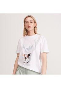 Reserved - T-shirt Gremlins - Biały. Kolor: biały