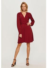 Czerwona sukienka Morgan na co dzień, prosta, mini