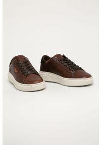 Brązowe sneakersy Levi's® z okrągłym noskiem, na sznurówki, w kolorowe wzory