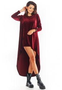Awama - Welurowa trapezowa sukienka z asymetrycznym dołem. Materiał: welur. Długość rękawa: długi rękaw. Typ sukienki: trapezowe, asymetryczne