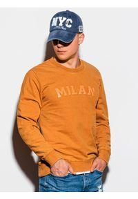 Ombre Clothing - Bluza męska bez kaptura z nadrukiem B1026 - musztardowa - XXL. Typ kołnierza: bez kaptura. Kolor: pomarańczowy. Materiał: bawełna. Wzór: nadruk. Styl: klasyczny