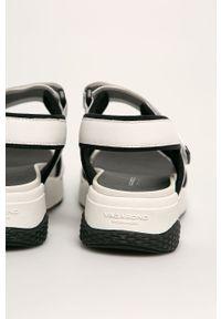 Białe sandały vagabond