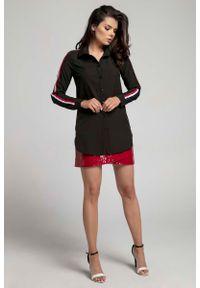 Nommo - Czarna Długa Koszula z Lampasem na Rękawie. Kolor: czarny. Materiał: wiskoza, poliester. Długość: długie