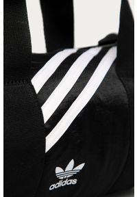 Czarna listonoszka adidas Originals na ramię, z aplikacjami, z aplikacjami