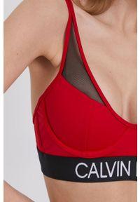 Calvin Klein - Biustonosz kąpielowy. Kolor: czerwony. Materiał: dzianina